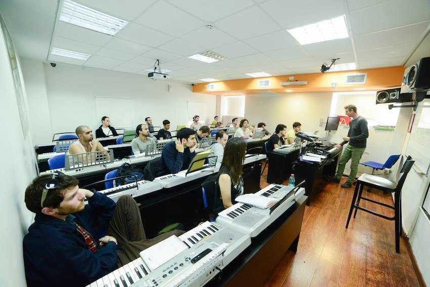 """למה כדאי ללמוד מוסיקה בארץ ולא בחו""""ל?"""