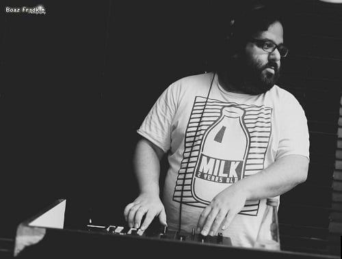 """""""איזה ציוד DJ צריך"""" עם אייל גולדמן"""