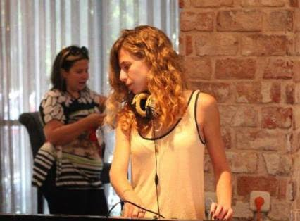 בוגרת קורס DJ מתקלטת בכנס המדיה הגדול של ישראל