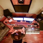 איך להפוך אהבה למקצוע ולפתח קריירת הפקה בתעשיית המוסיקה