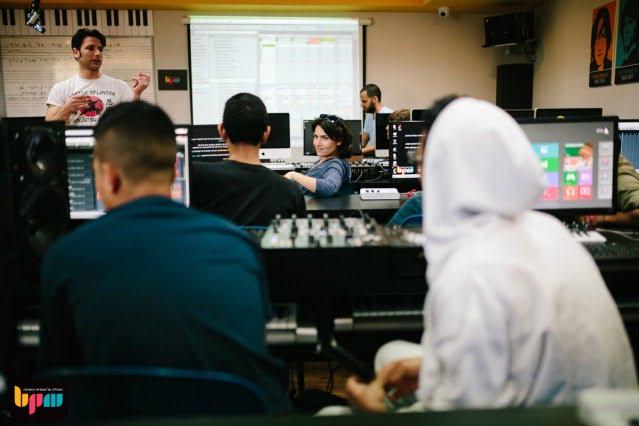 """זברה מוסיקה בשיתוף מכללת BPM מעבירים סדנת מוסיקה לנוער מעמותת """"דרך הגלים"""":"""