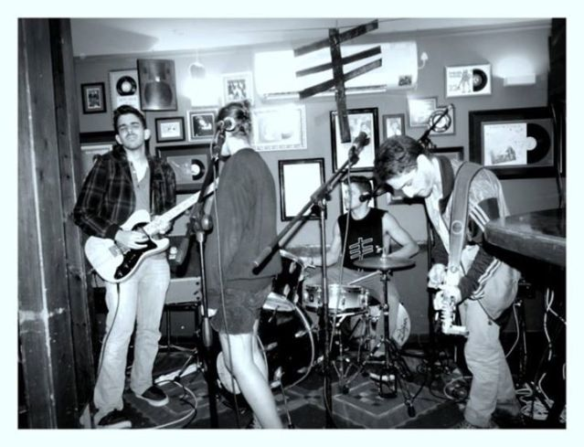 Bones Garage בהופעה. צילום: מאיה שפאן