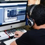 שניר בר-חנין, בוגר BPM, לא נותן לשיתוק מוחין להפריע לו ליצור מוזיקה.