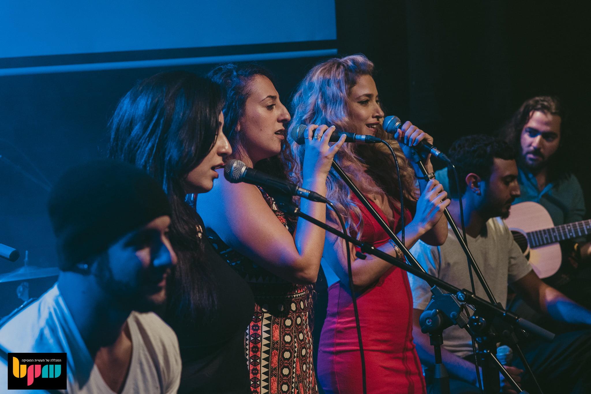 צפו בקליפים ממופע הסיום של מסלול זמר/יוצר בבית היוצר בנמל תל אביב