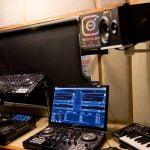עמדת DJ – אולפן B קטן