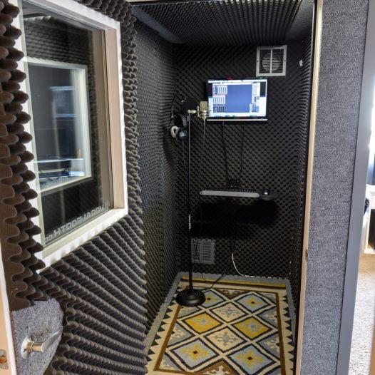 חדר הקלטות שירה - מכללת BPM