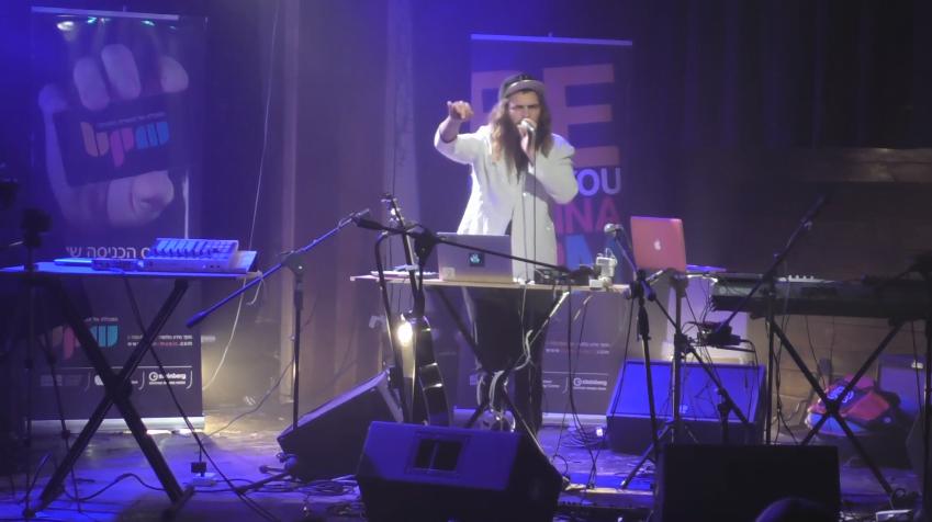 Future Sound of BPM: צפו בביצוע של בוגר המכללה Simple Light