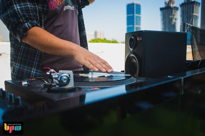 DJ סט עם תקליטים - מכללת PBM