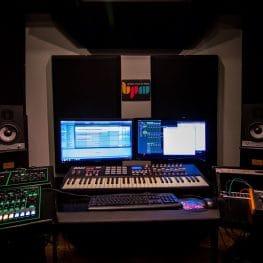 קורס הפקה מוזיקלית באולפן הביתי אונליין לייב - מכללת BPM