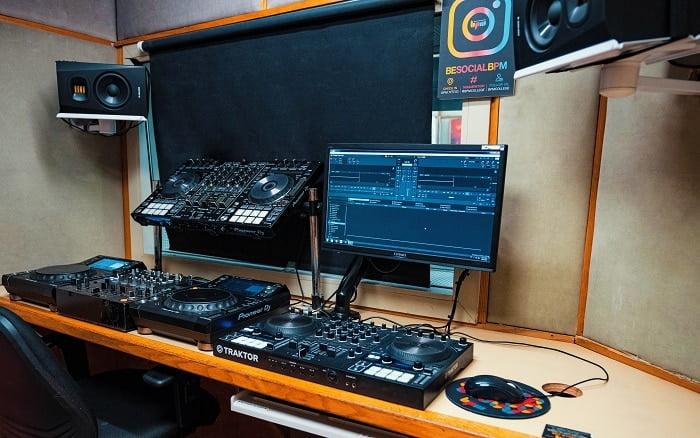ציוד DJ, עמדה דיגיטלית - מכללת BPM