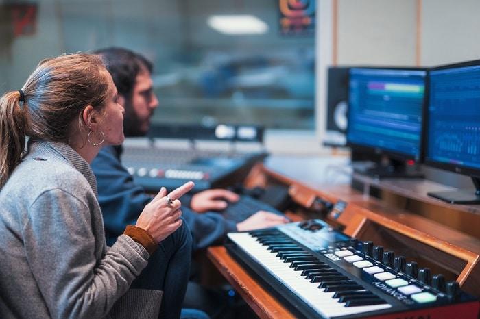 מה זה הפקה מוזיקלית? מדריך למתחילים